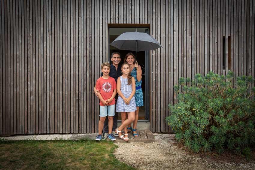 Transformation d'un habitat néo-breton en un espace de vie performant par l'atelier Mos, architecture, Morbihan